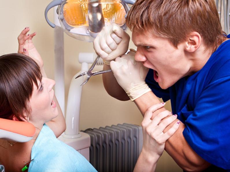 Uguali ma diversi igienista dentale e assistente alla poltrona