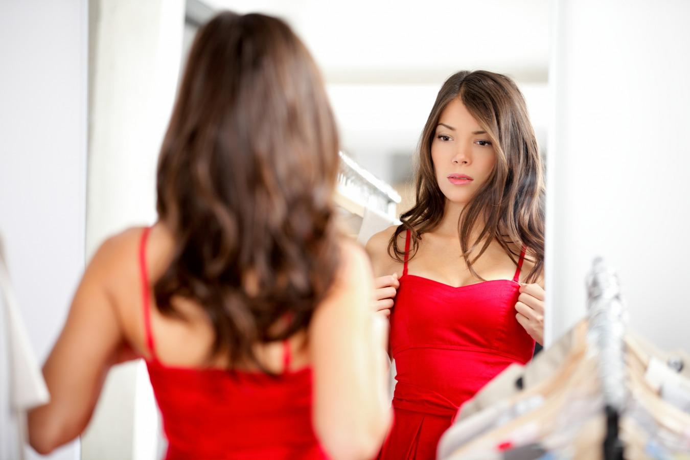 Rende Piu O Meno Deformanti Gli Specchi.Come Ci Ingannano Gli Specchi Dei Camerini D Abbigliamento