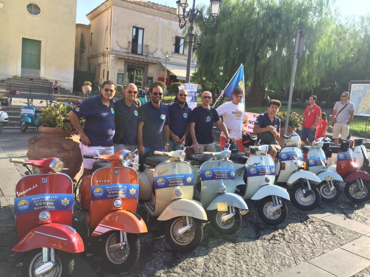 500 storica il mito italiano attualit leggimigratis for Vespa club volta mantovana